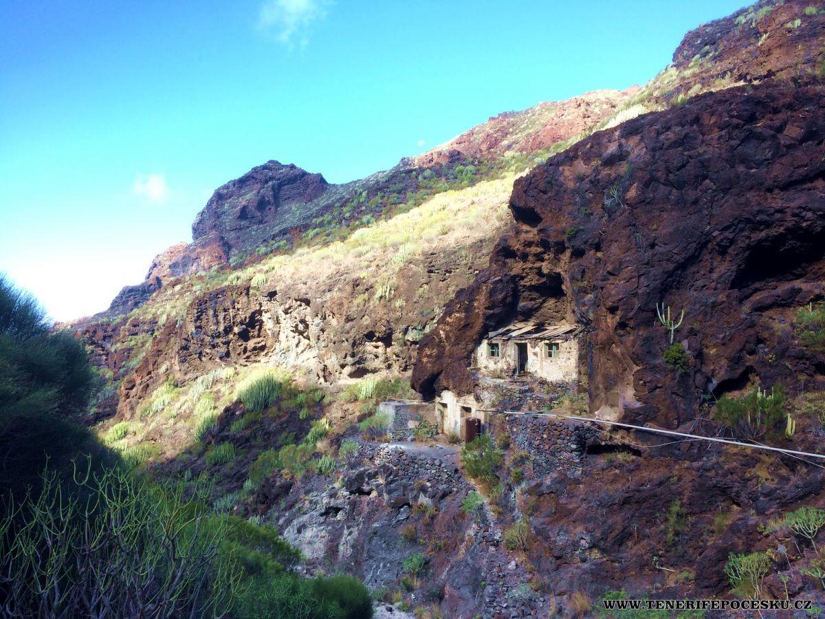 Výlet do údolí Masca skrz horu